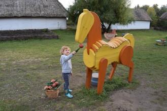 cavallo affamato a Skanzen
